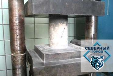 Испытания кубов и кернов на прочность в строительной лаборатории
